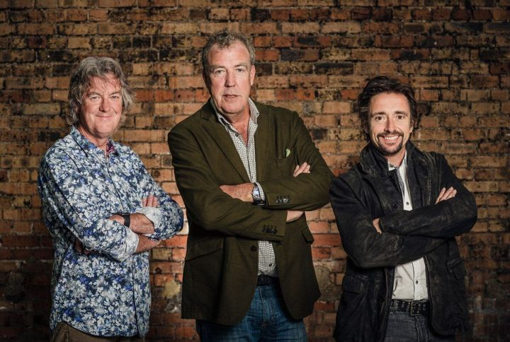 Jeremy Clarkson, Richard Hammond e James May de The Grand Tour, atualmente a série mais bem avaliada no IMDb, com uma classificação de 9,4 e mais de 20.000 votos e exclusiva do Amazon Prime Video