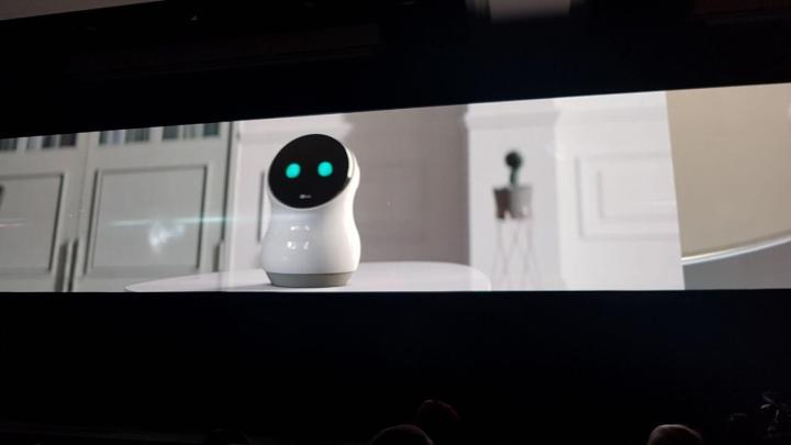 LG Hub Robot 720x405 - CES 2017: LG anuncia robôs que cuidam de casa e geladeira inteligente