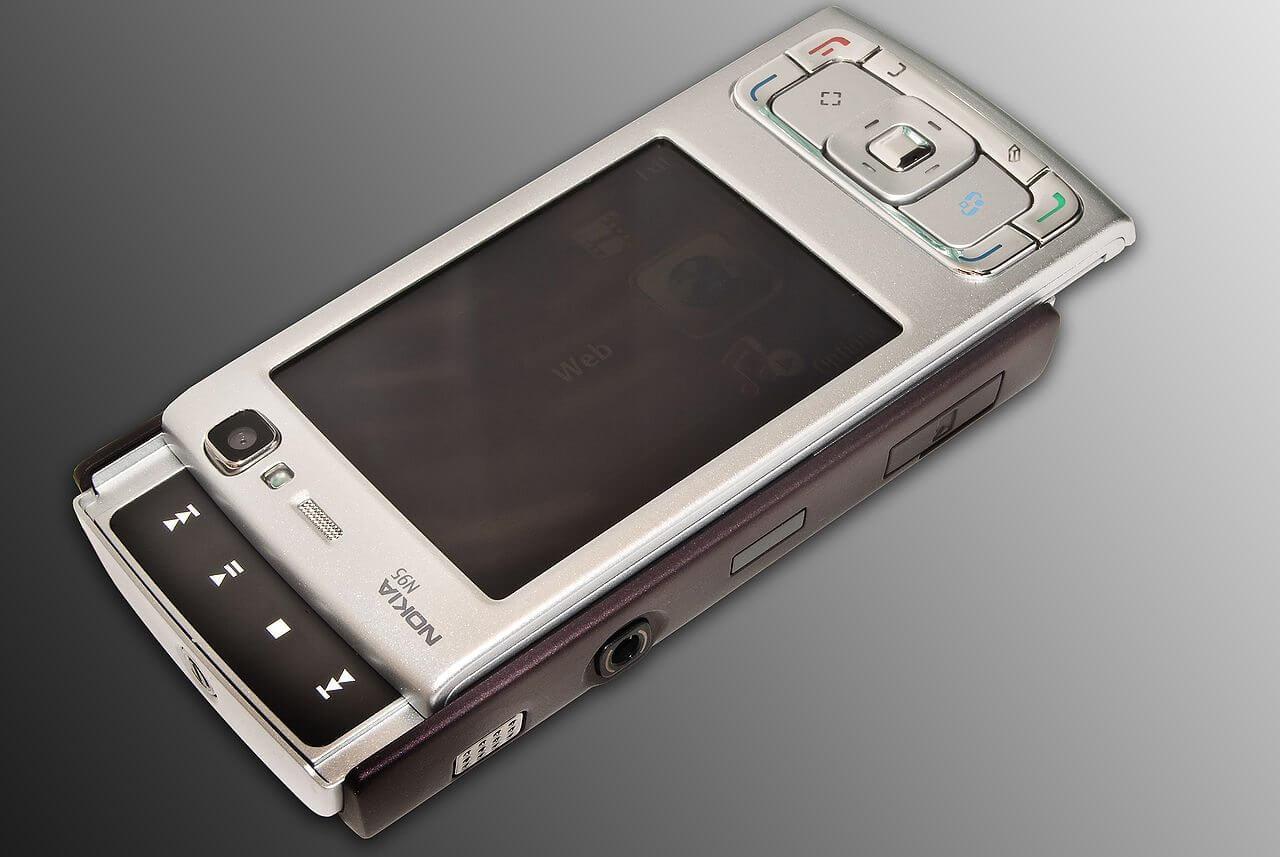 1280px N95 Media keys open - Nokia N95 completa 10 anos