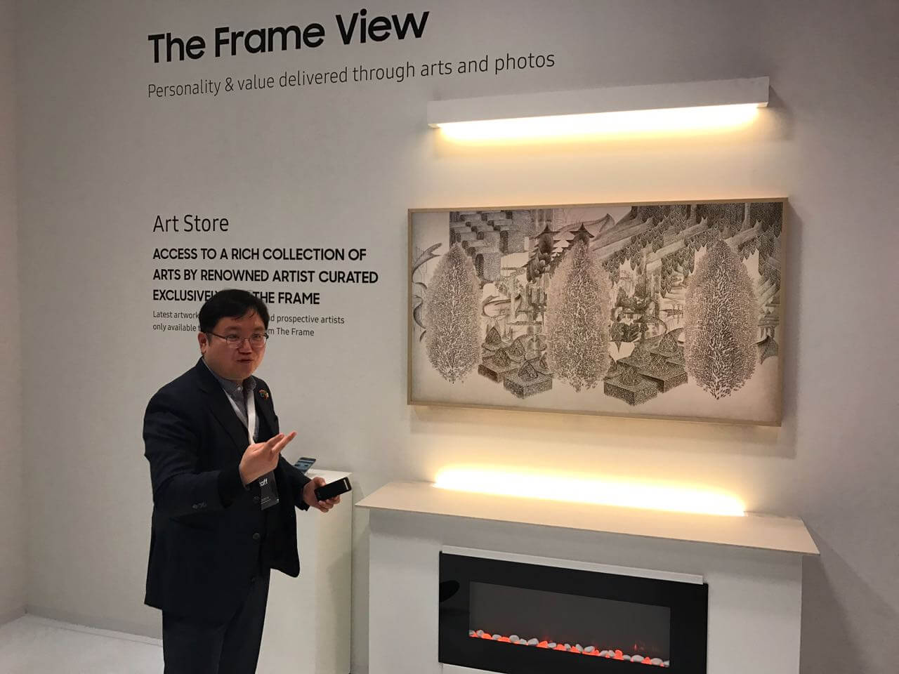 "Samsung demonstra TV ""The Frame"" no Louvre, em Paris"