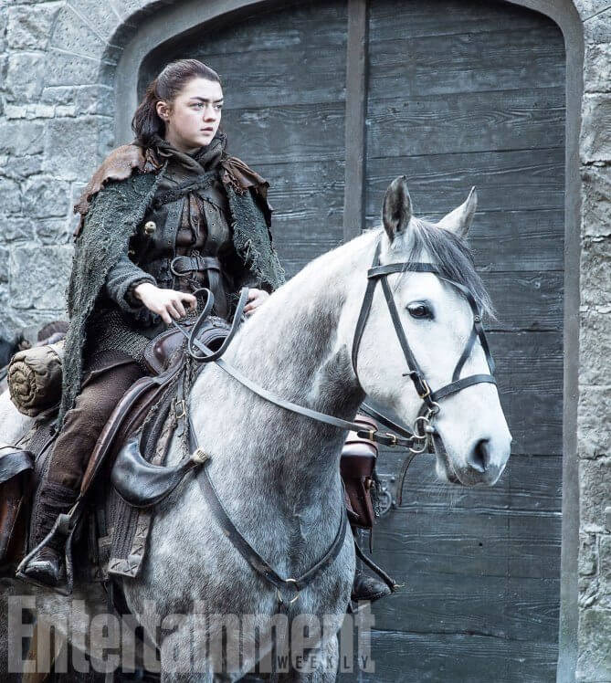 Arya Star a cavalo - Dragões e bastidores da próxima temporada de Game of Thrones