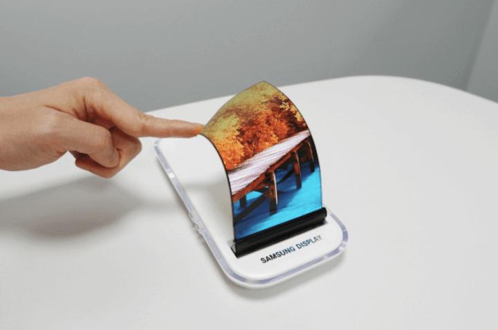 Samsung OLED Display 720x477 - 9 anos de Android: como as telas mudaram o smartphone para sempre