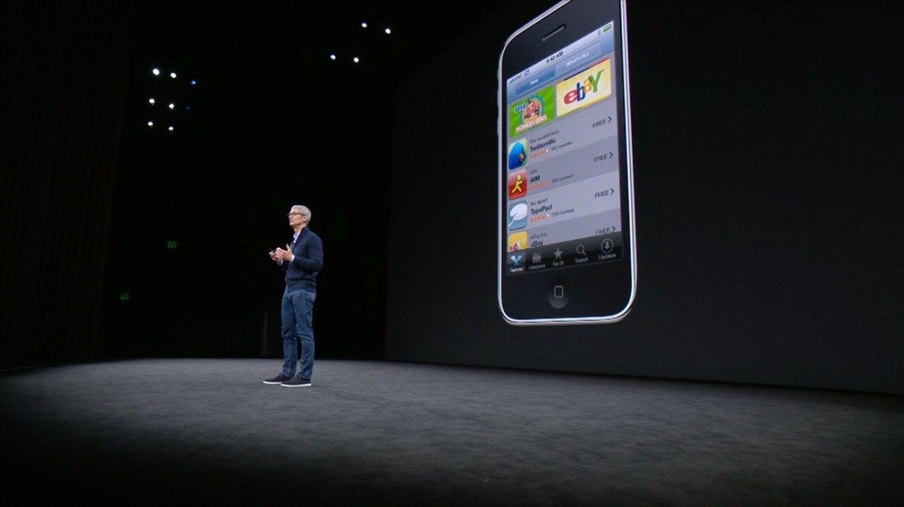 Tim Cook apresentando iPhone