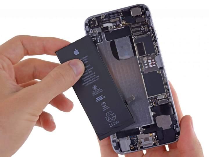 Entenda a polêmica por trás dos iPhones que ficam lentos com o tempo Apple; iPhone