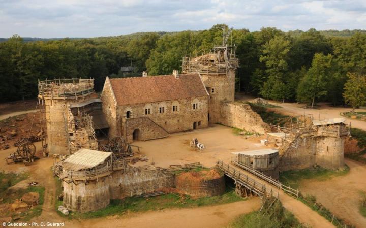 1443349011 Gu delon 117 zoom 720x449 - Construindo um castelo medieval no século 21 utilizando técnicas da época