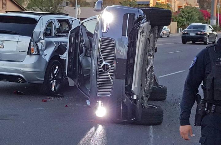Carro autônomo da Uber se envolve em acidente com vítima fatal