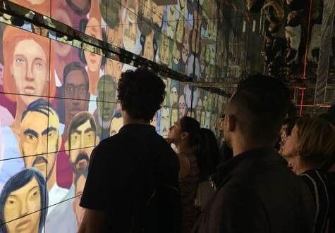Monitores Samsung decoram andares do Farol Santander