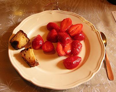 dessert fraise chocolat cannelé chateau du payre