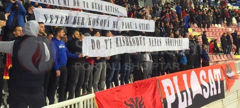 """Plisat ne Shkoder me parullën: - """"Eshtrat qetësi?  Kur Kosova bashkohet me Nënën Shqipëri."""" -"""