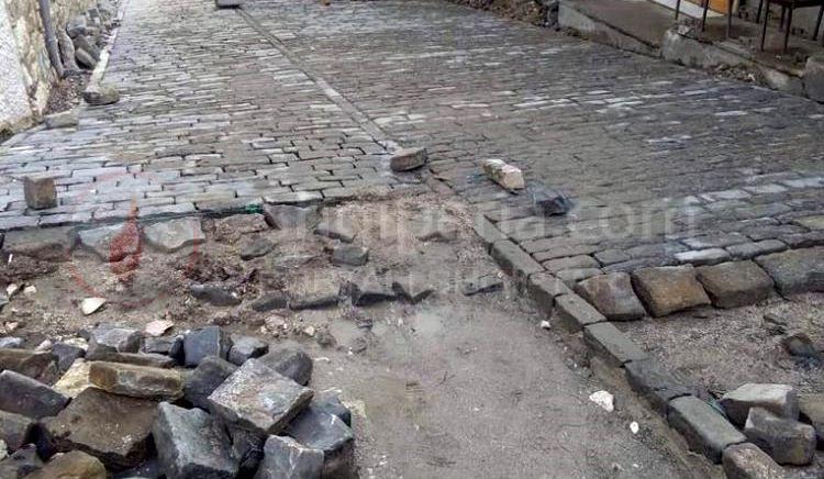 """Shiu pranveror dëmtoi kalldrëmet """"e qëndisura"""" me 140 milionëlekë nga Banka Botërore, në Gjirokastër. -"""
