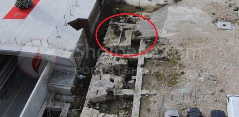 DURRES: - Shkatërrohen kapitele, një bazament altari dhe objekte monumentale prej mermeri, të cilat datojnë sipas arkeologëve që në periudhën romake.