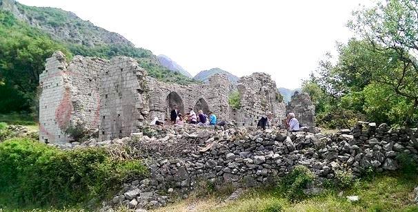 Perkujtim: - PAS 400 VJETËVE KREMTOHET MESHA E SHENJTË E ARGJIPESHKEVISE SE TIVARITnë Manka, mbi qytetin e vjetër të Tivarit, në Mal të Zi.