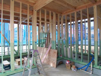 金物検査 が完了。引続き外壁下地と内部の造作工事に入ります