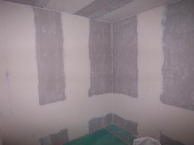 防音室 の塗装下地が何故か完璧に仕上がっていました