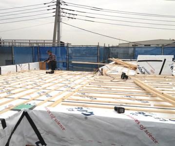 通気層の施工完了。屋根の防水下地は晴れた日に | 川口の白い家