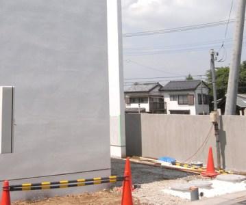 浄化槽 と引込み柱の設置完了。外構工事も大詰め | 川口の白い家