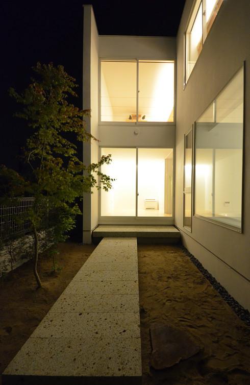 裏庭の夜景