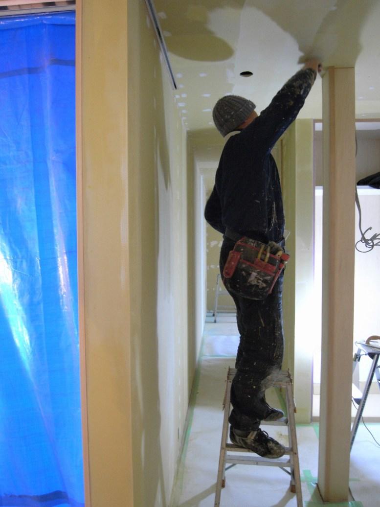 塗装下地のパテ処理作業