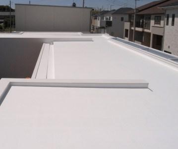 トップコートが完了。真っ白な屋根の完成です! | ゆめみ野の家