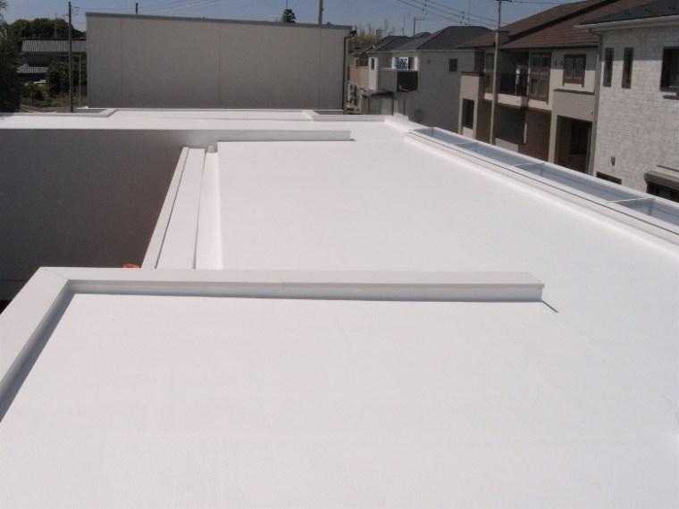 真っ白の陸屋根