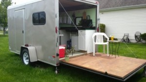 woman-converts-cargo-trailer-to-stealth-micro-camper-instant-patio-600x337