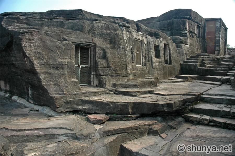 https://i1.wp.com/www.shunya.net/Pictures/NorthIndia/UdaigiriCaves/UdaigiriCaves03.jpg