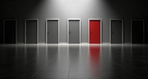 Puertas para elegir un camino y no dejarse llevar por las voces de la mente