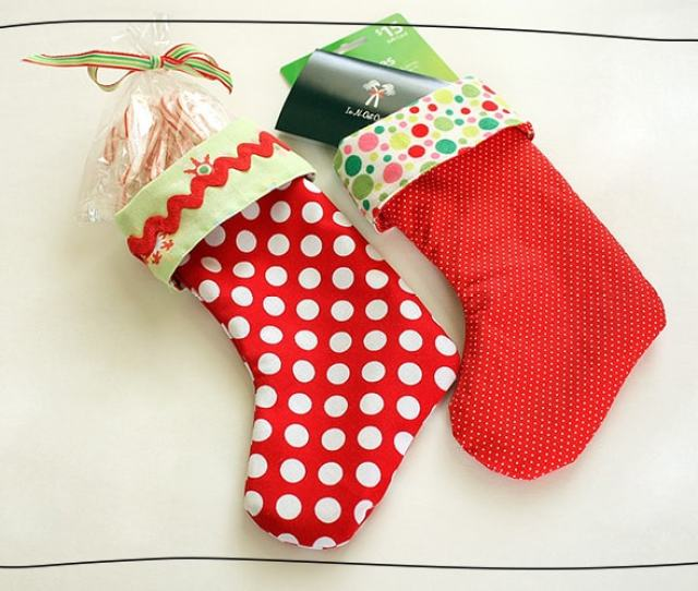 Are You Giving Out Gift Cards Or Candy As Christmas Gifts This Year Dress Them Up With These Diy Miniature Stockings For Some Added Pizazz