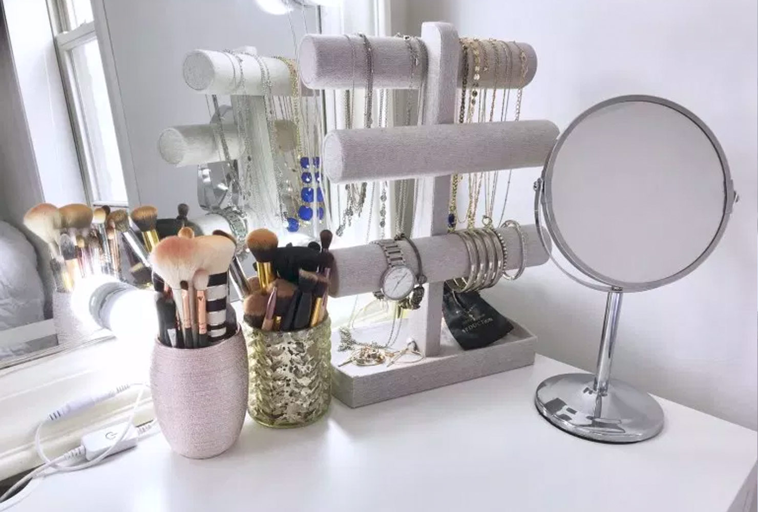 35 Makeup Room Ideas To Brighten Your Morning Routine ... on Makeup Room Ideas  id=66246