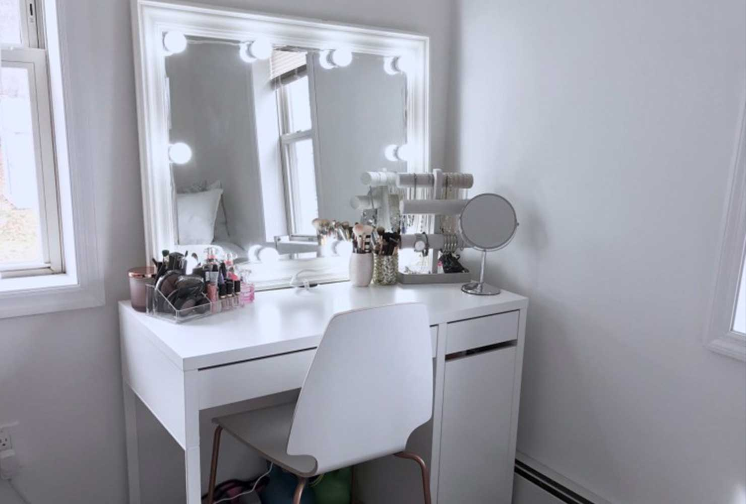 35 Makeup Room Ideas To Brighten Your Morning Routine ... on Makeup Room Ideas  id=22925