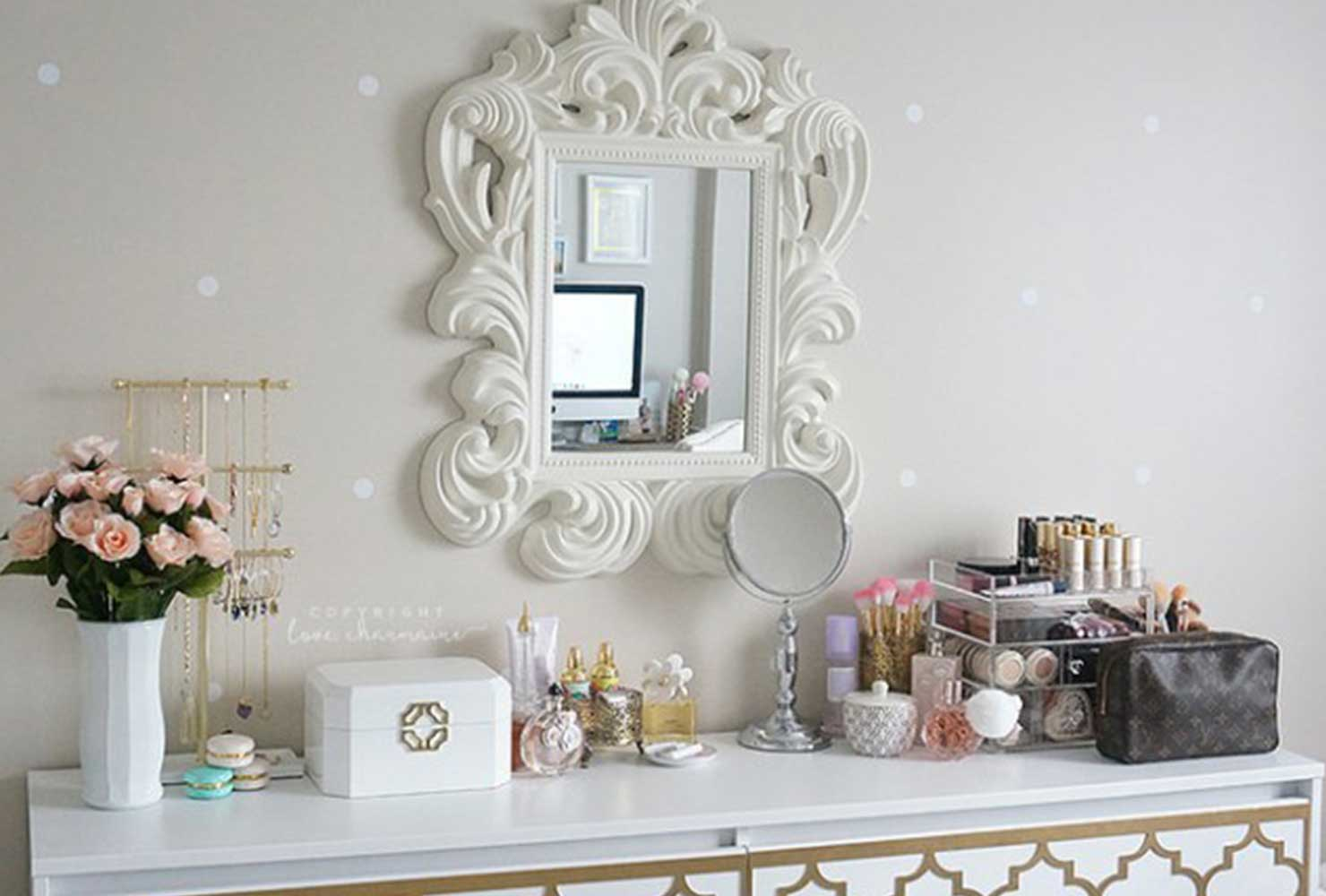 35 Makeup Room Ideas To Brighten Your Morning Routine ... on Makeup Room Ideas  id=85188