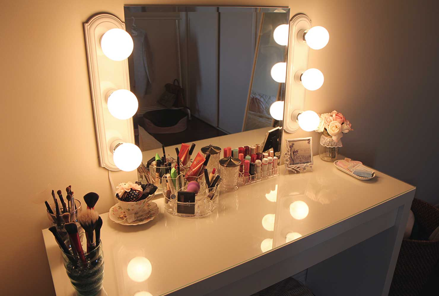 35 Makeup Room Ideas To Brighten Your Morning Routine ... on Makeup Room Ideas  id=68117