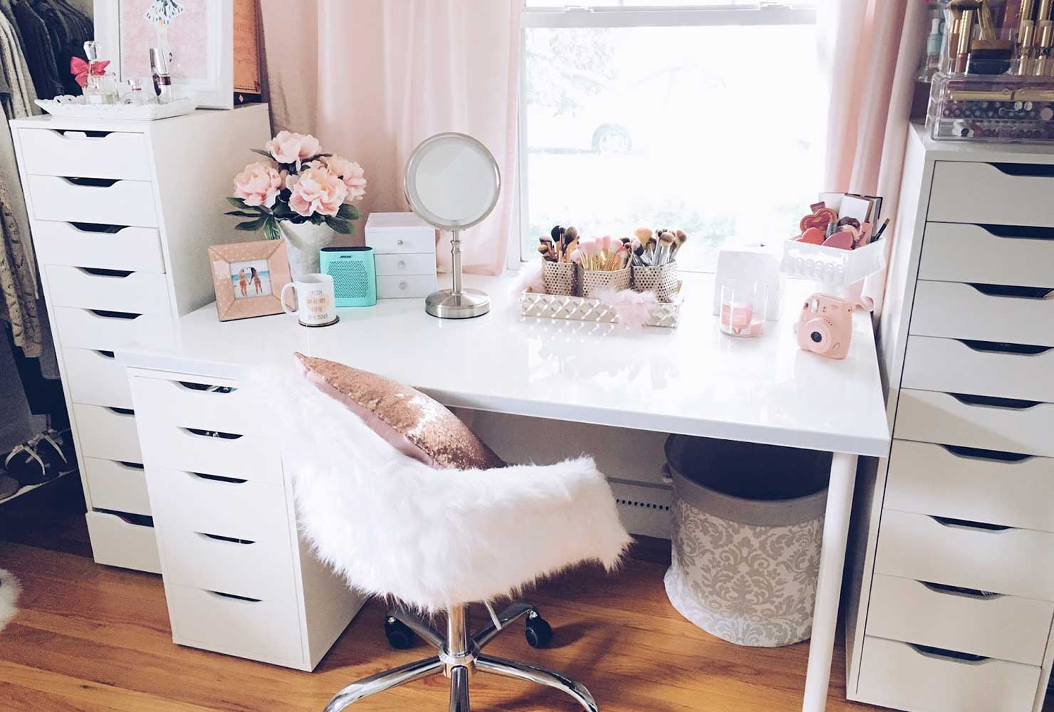35 Makeup Room Ideas To Brighten Your Morning Routine ... on Makeup Room Ideas  id=14689