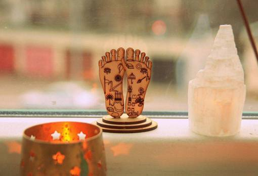 Lord Nityananda lotus feet statue engraved symbols