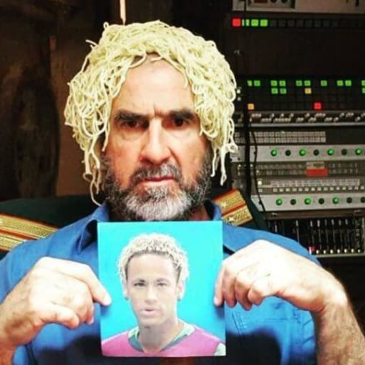 Eric cantona has sent a cryptic message to psg forward neymar on instagram after it was reported that the former manchester united player. Man Utd Legend Eric Cantona Imitates Neymar S New Haircut By Putting Spaghetti On His Head Sports Illustrated