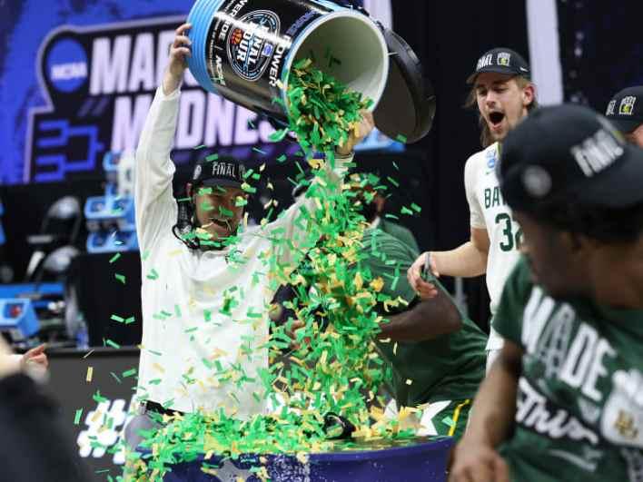 Baylor's Scott Drew tosses confetti