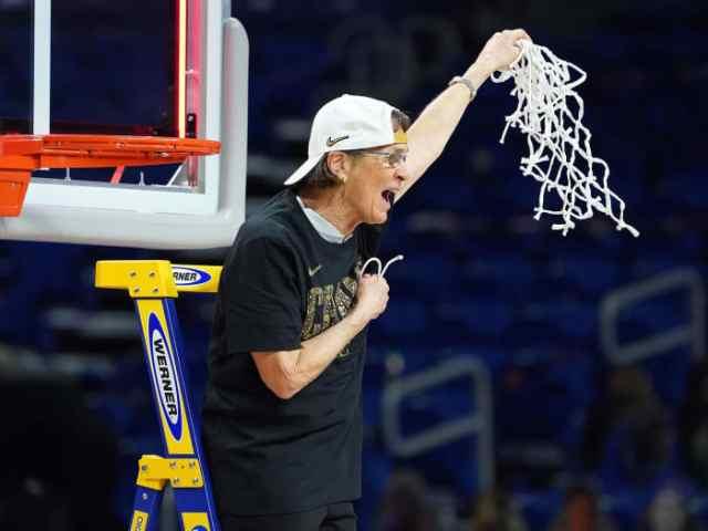 Stanford coach Tara VanDerveer
