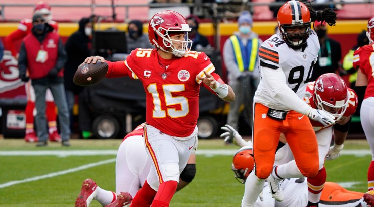 Patrick Mahomes injury: Chiefs QB suffers concussion vs Browns - Sports  Illustrated