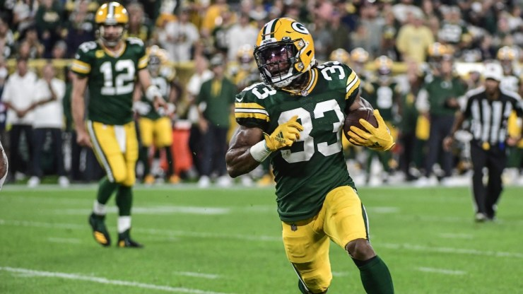 Aaron Jones: Packers RB loses chain with father's ashes during touchdown -  Sports Illustrated