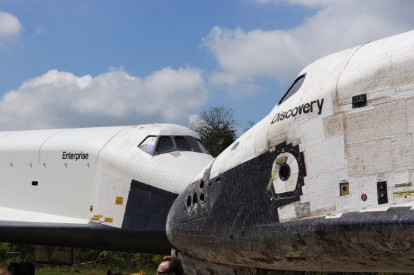 Photo Release: Space Shuttle Discovery Acquired by the ...