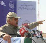 Shahbaz Sharif distribute Solar Home Systems in Bahawalpur (18)