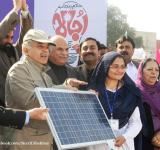 Shahbaz Sharif distribute Solar Home Systems in Bahawalpur (5)