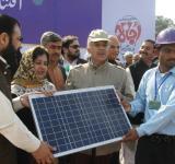 Shahbaz Sharif distribute Solar Home Systems in Bahawalpur (7)