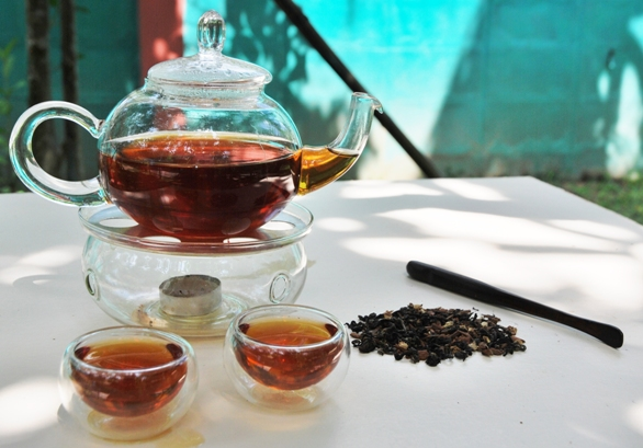 Infused Oriental Chai Thai Tea Blend: displayed in glass teaware