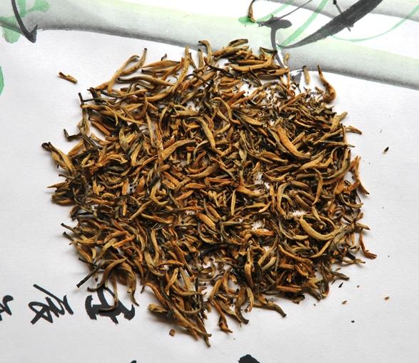 Fengqing Classic 58 Yunnan Black Tea: rolled dry tea leaves