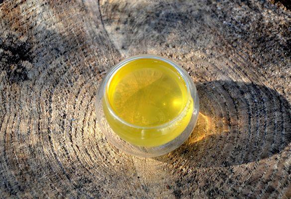 Bright jade-green cup of Bancha Haru Japanese spring bancha