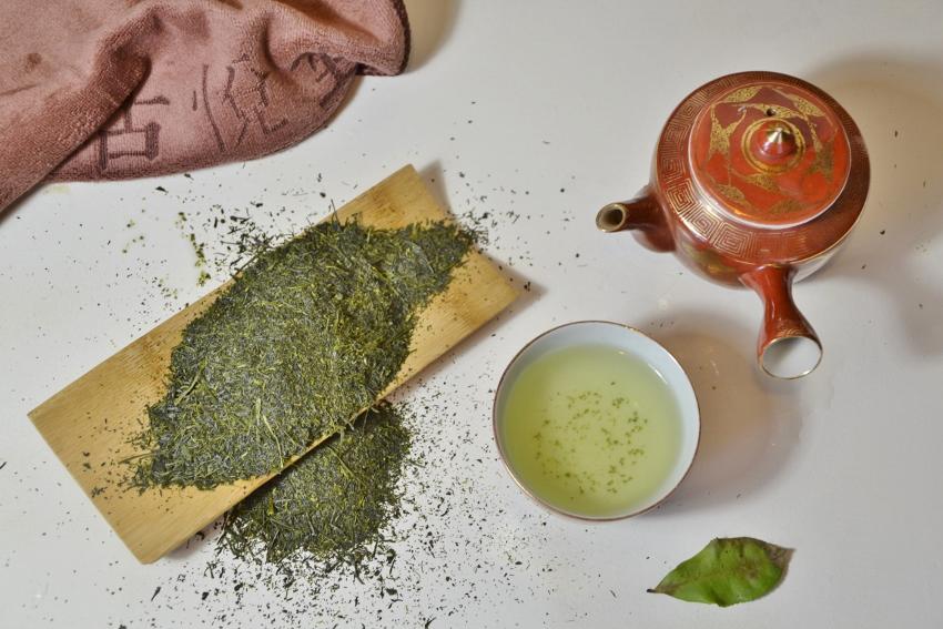 Kabusecha Tenbu Fukamushi -deep-steamed half-shaded Japanese green tea from mid-april early picking, Kagoshima