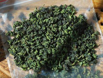 Tie Guan Yin, Anxi, Fujian, China: gerollte Blätter, trocken