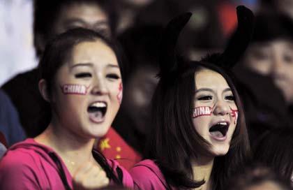 สาวจีนตะโกนเชียร์นักกีฬาของตัวเองสุดเสียง