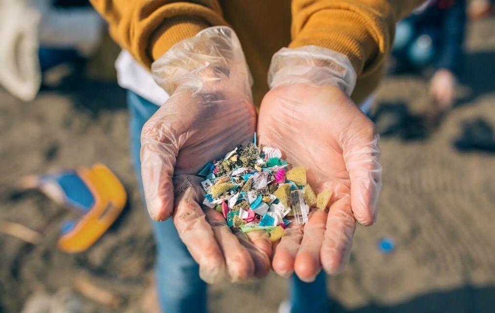 Legge UE sulle microplastiche: proposta per aiutare l'ambiente o incentivo per aggravare l'inquinamento?